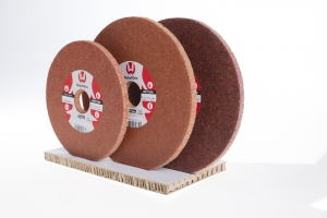 Finish wiel Rebel 1 125x6 prijs per stuk/verpakt per 4 stuks. kwaliteit A6, as diameter 22,2.